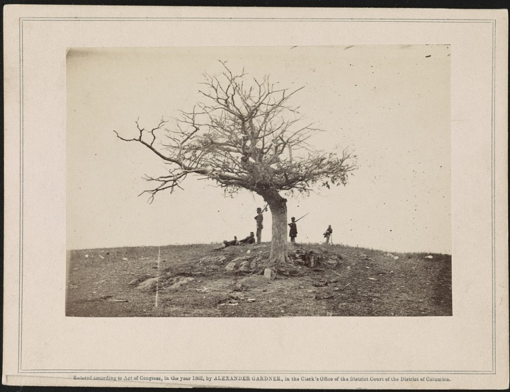2 Alexander Gardner, A lone grave on battle-field of Antietam, 1862, LOC